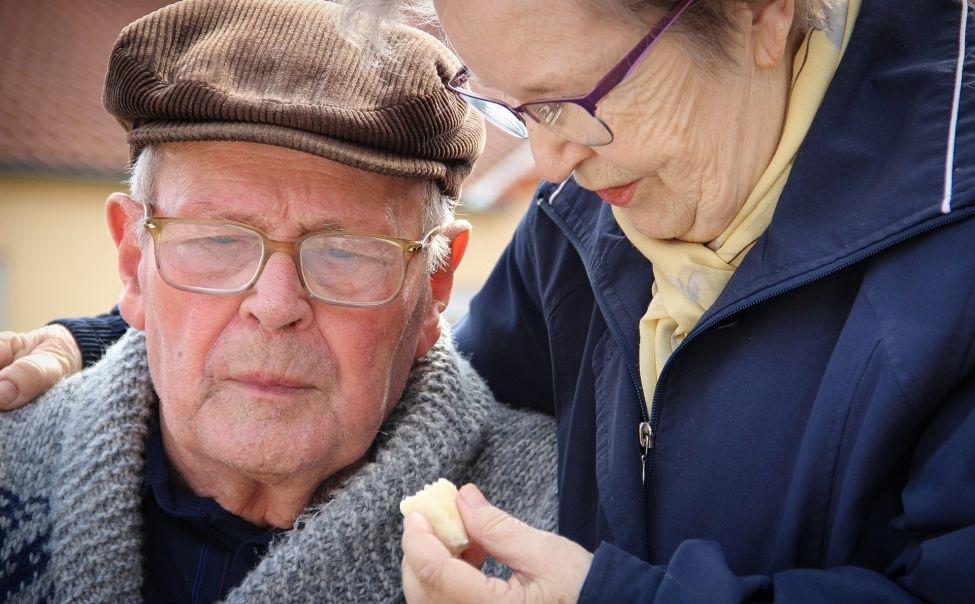 Работающим гражданам старше 65 лет, находящимся на самоизоляции, оформят еще один больничный