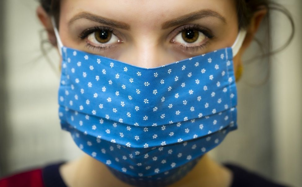 Жителей Чувашии из-за коронавируса обязали носить маски в магазинах и общественном транспорте